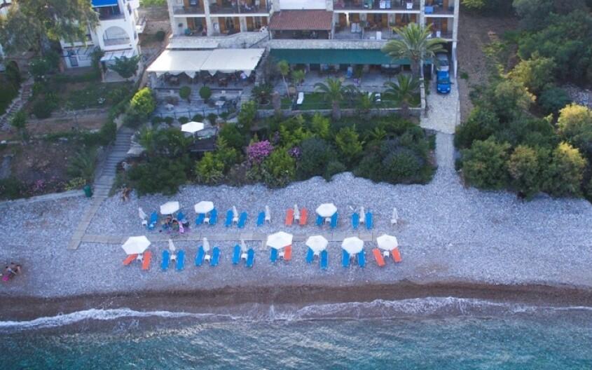 Grekis Apartments, Strand, Gelaende
