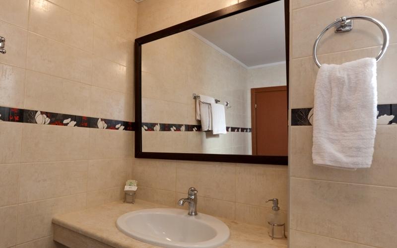 Aris Hotel, Tolo, Bad