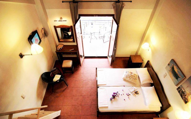 Xenios Apartments, Zimmer von Oben, Schlafbereich