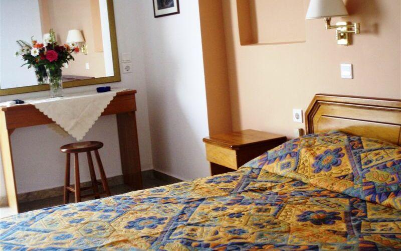Golden Sun Hotel, Bett, Schlafzimmer