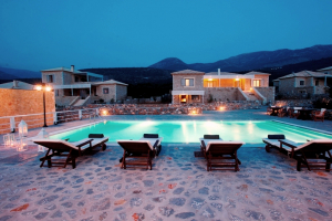 Luxus Villa Poliana, Pool bei Nacht